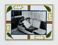 Toute seule dans le salon, 1974