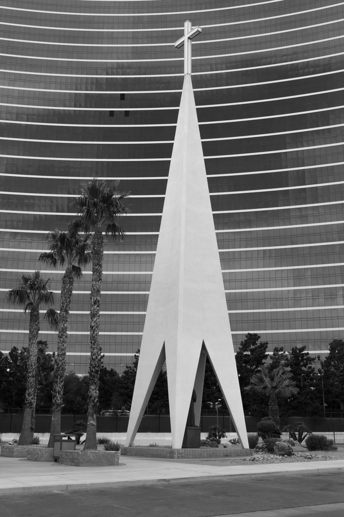 This four-sided spire stands beside the Guardian Angel Cathedral on the Las Vegas Strip. Designed by Williams in the early 1960s, both structures were built in 1963 to serve casino employees who lived and worked in the area.
