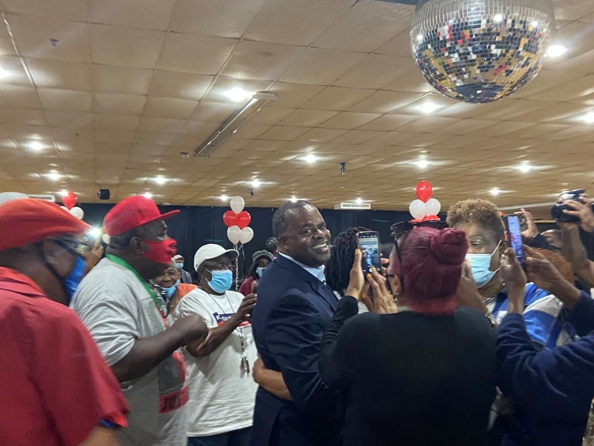 Mayoral candidate Kasim Reed posing for photos with seniors at a recent campaign event in southwest Atlanta. A former two-term mayor, Reed is hoping to make a political comeback this year despite a corruption investigation into his past administration.