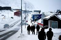 Aqqusinersuaq-vejen som fører ind til Nuuks centrum.