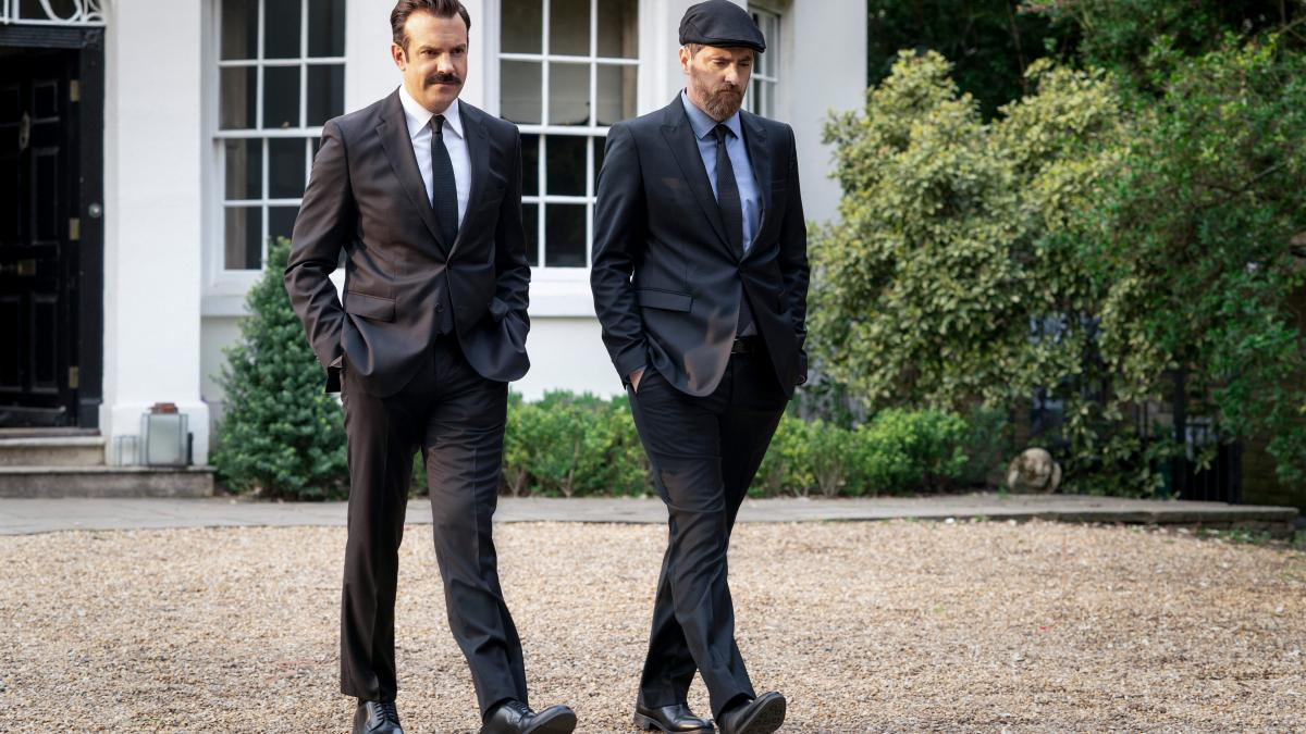Ted (Jason Sudeikis) and Beard (Brendan Hunt) both find themselves at the funeral.