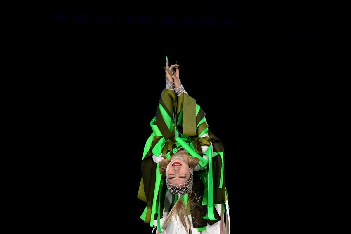 The Japanese dancer Aoi Yamada performs.