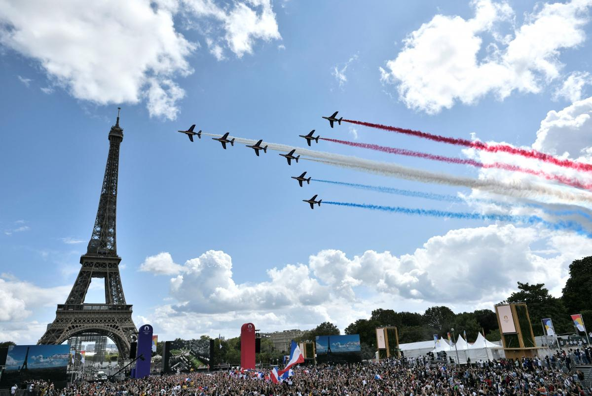 French aerial patrol 'Patrouille de France' fly over the fan village of The Trocadero set in front of The Eiffel Tower, in Paris on August 8, 2021 upon the transmission of the closing ceremony of the Tokyo 2020 Olympic Games.