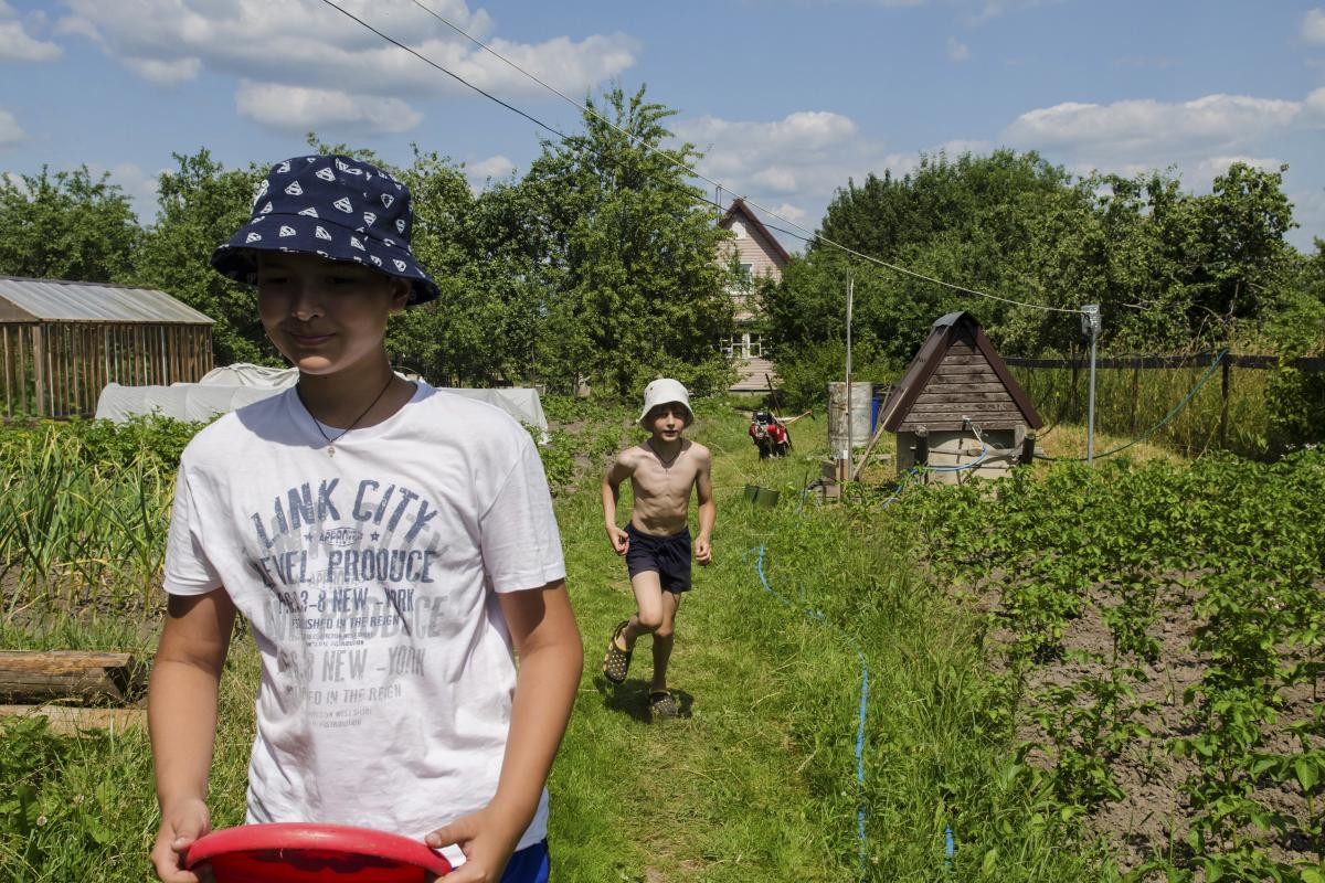 Vova and Kolya, two Moscow boys on summer vacation, play at their family's country home. In the Russian imagination, the dacha occupies a near-mythical place, and Russians of all generations fondly recall childhood summers at the family dacha.