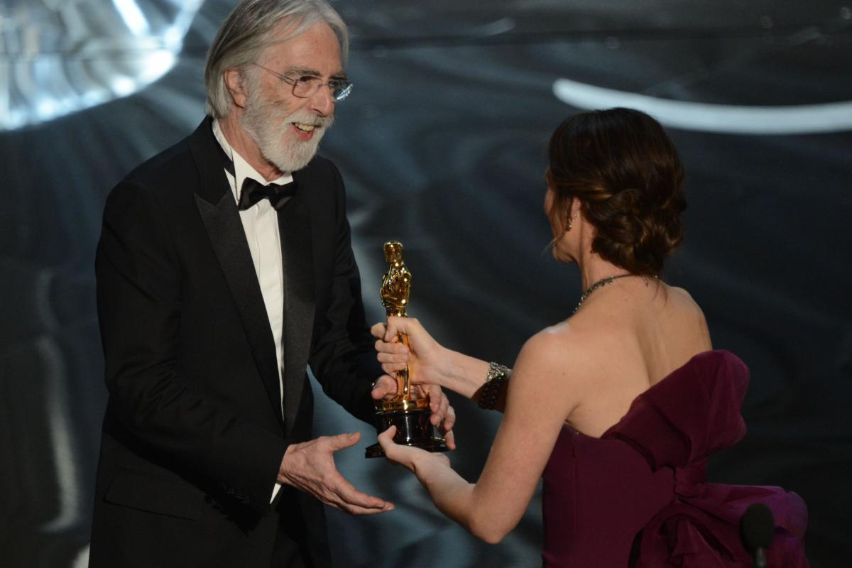 """Michael Haneke accepts the Oscar for """"Amour,"""" best foreign language film, from Jennifer Garner."""
