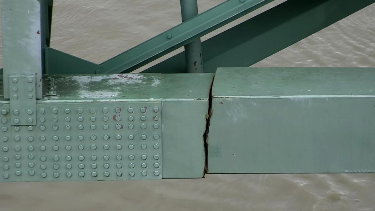 A dangerous crack in a steel beam on the Interstate 40 bridge, near Memphis, Tenn., caused authorities to order an emergency closure, disrupting road and Mississippi River traffic.