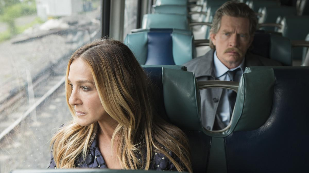 Sarah Jessica Parker and Thomas Haden Church play divorced parents on the HBO comedy series Divorce.