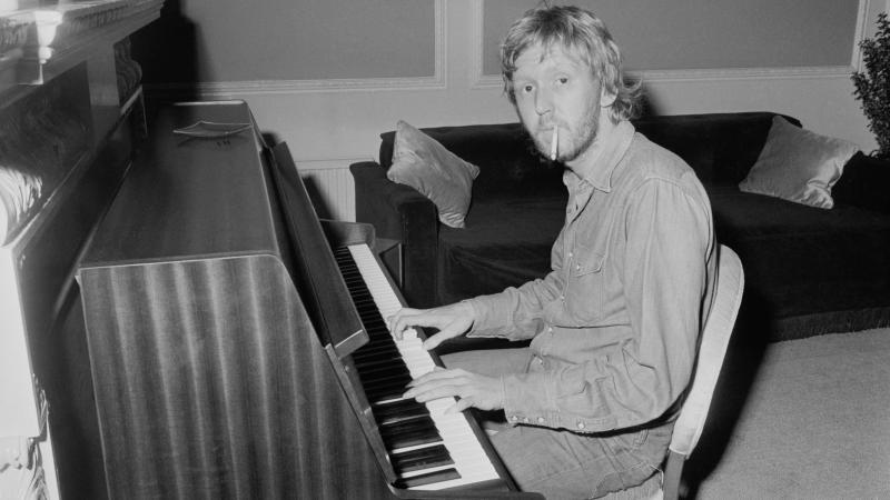 Harry Nilsson at the piano in 1972.