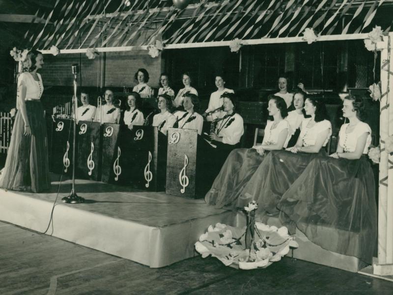Doris Funderburk directs The Darlinettes.