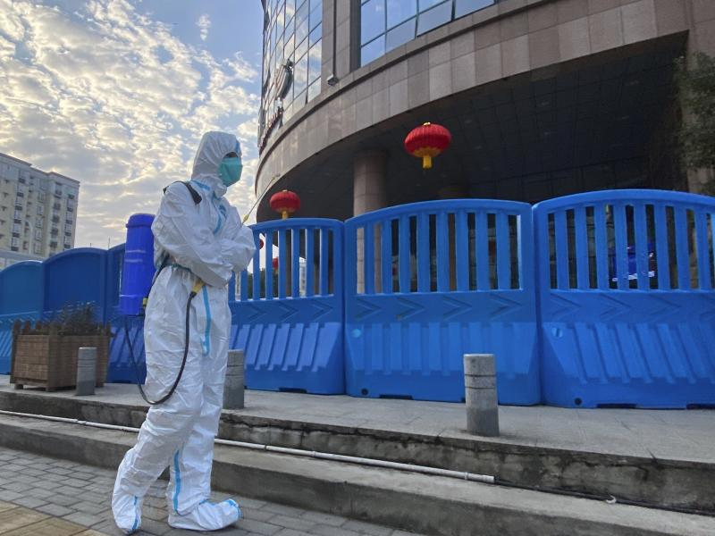 A new U.S. intelligence report could not conclude whether the SARS-CoV-2 virus escaped from a lab in Wuhan, China or spilled over from an infected animal. Without more information about the early days of the outbreak, a more definitive explanation is unli