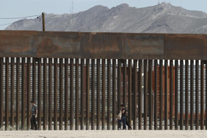 The border wall set back from the geographical border in El Paso, Texas. The White House said Thursday that an appeals court ruling has cleared the way for border wall construction to resume.