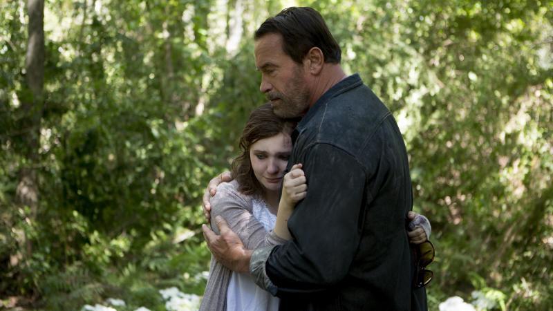 Abigail Breslin and Arnold Schwarzenegger in Maggie.