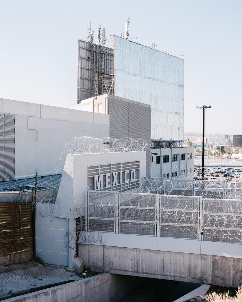 The Mexican port of entry at San Ysidro, Calif. The number of Central American migrants who arrived in Tijuana in a caravan in November has dropped from 8,000 to 2,000.