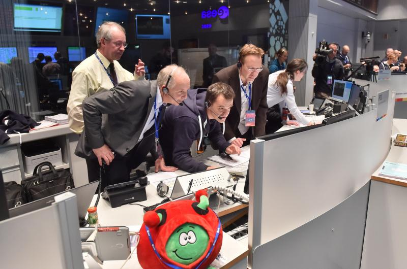 Engineers at the European Space Agency fear that they won't be able to communicate with the Philae lander after Friday. Here, lander manager Stefan Ulamec (left, in foreground) watches as data confirming the comet landing arrived Wednesday.
