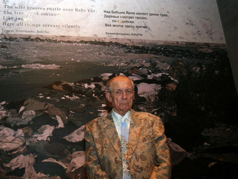 tribute to the victims of the holocaust in babi yar by yevgeny yevtushenko