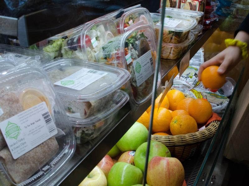 Fresh Corner Café sells loose fruits and fresh pre-packaged items like salads, sandwich wraps and fruit cups to corner stores, grocery stores and gas stations.