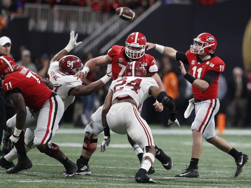 Georgia Bulldogs Lead Alabama Crimson Tide 19-7 In College ...
