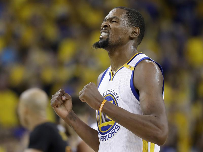 11d8399c0ae Golden State Takes 2nd NBA Title In 3 Years