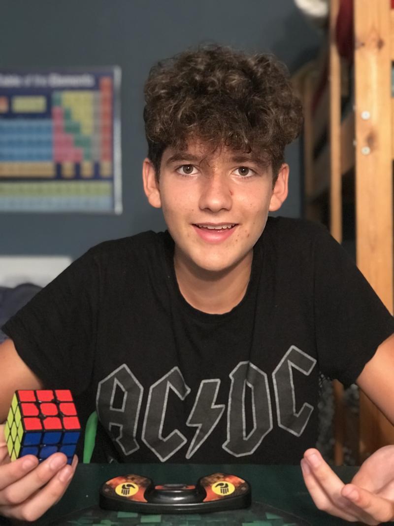 Pablo Hortal solving a Rubik's Cube