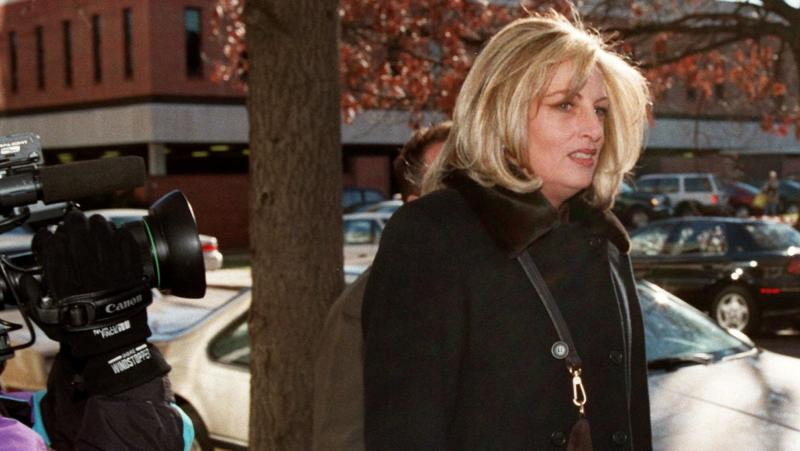 Linda Tripp arrives at a law firm in 1998 to give a deposition.