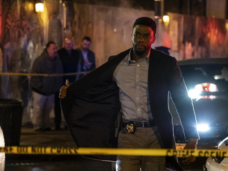 An NYPD detective (Chadwick Boseman) shuts down Manhattan in pursuit of two cop killers in 21 Bridges.