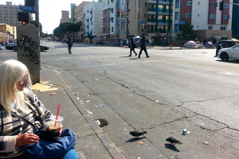 On la 39 s skid row homeless women seek shelter from the for Homeless shelters los angeles