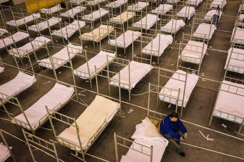 On Feb. 4, beds were installed in the Wuhan Keting Exhibition Center. With 2,000 beds planned, the center will accommodate patients with mild cases of COVID-19.