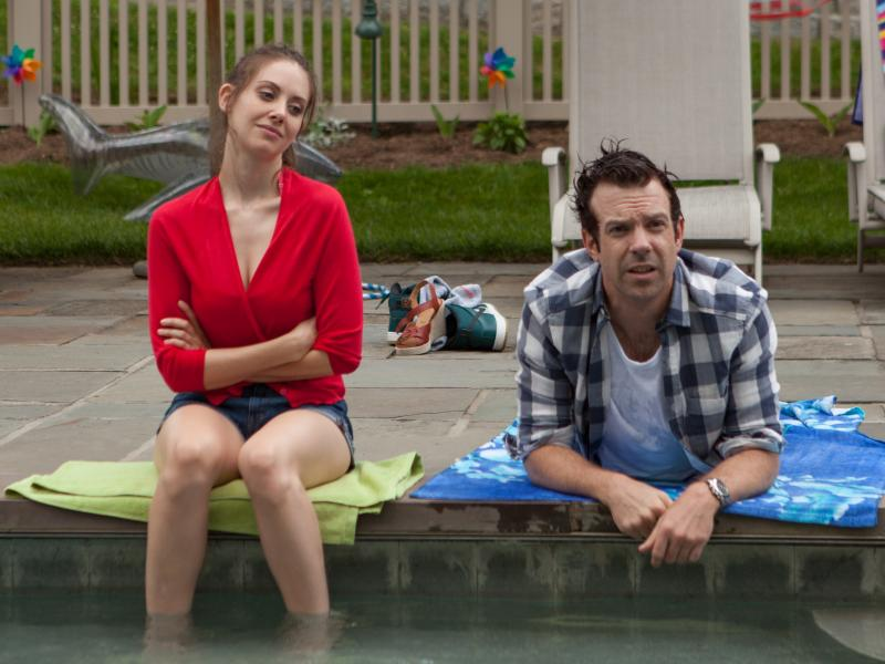 Alison Brie and Jason Sudeikis are serial cheaters who meet up years after having a one-night stand in Sleeping with Other People.