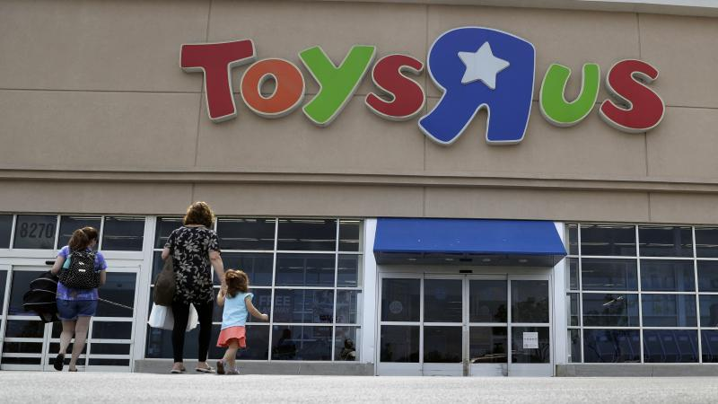 A bankruptcy court judge approved a plan for Toys R Us to pay its top executives millions in bonuses, even as the company struggles to stay afloat.