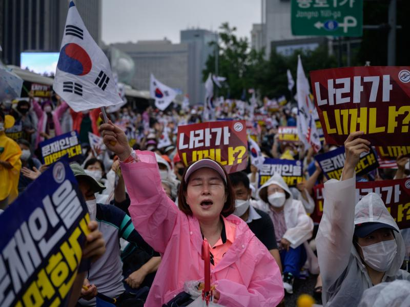 Members of conservative right-wing and Christian groups take part in an anti-government rally in Seoul on Aug. 15.