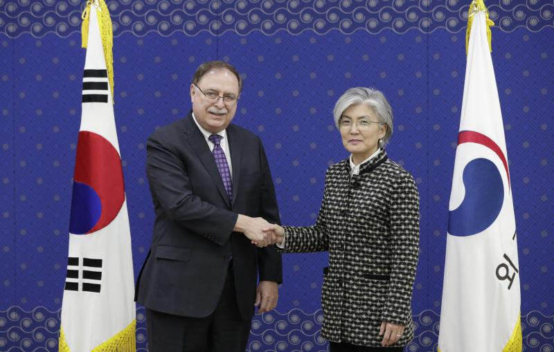 South Korean Foreign Minister Kang Kyung-wha (R) shakes hands with Timothy Betts, acting Deputy Assistant Secretary and Senior Advisor for Security Negotiations and Agreements in the U.S. Department of State (L) during their meeting on Feb. 10.