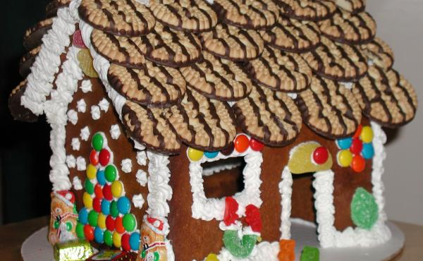 Gingerbread House; Gingerbread; Family Fun; Fundraising;