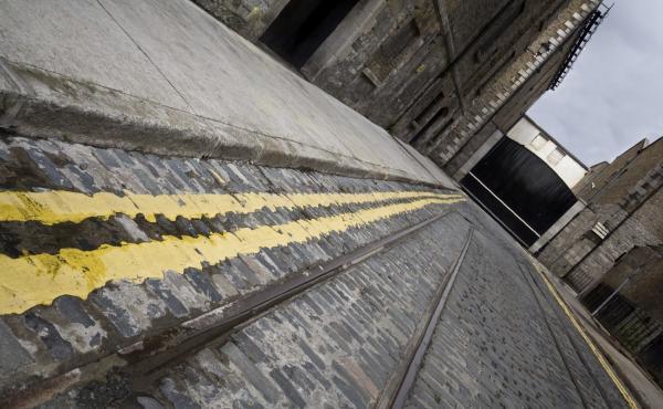 A cobblestone street in Dublin
