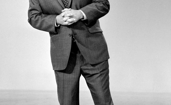 Jonathan Winters on The Smothers Brothers Comedy Hour in 1969.