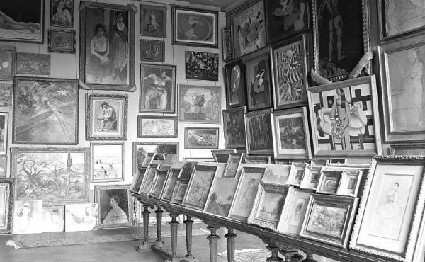 A photo taken by the Nazis during World War II shows a room filled with stolen art at the Jeu de Paume museum in Paris. Using improved technology and the Internet, the French government is making a renewed push to track down the rightful owners of art loo