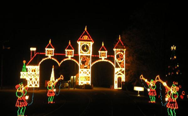 triad tradition continues with the festival of lights in tanglewood park 885 wfdd