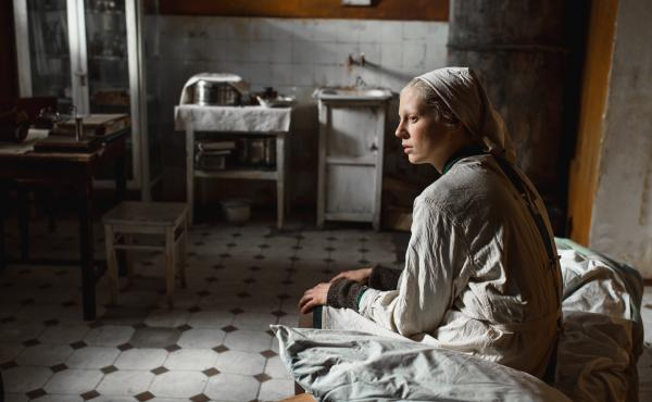 Iya (Viktoria Miroshnichenko) looks on in the grim but ultimately warm-hearted Beanpole.