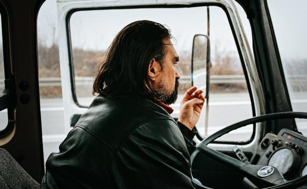 During NATO's 1999 bombing of Serbia, truck driver Vlada (Leon Lucev) is tasked with crossing his war-torn country to deliver mysterious cargo.