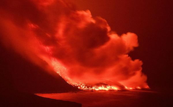 Lava from a volcano reaches the sea on the island of La Palma, Spain, in the early hours of Wednesday, prompting concerns about toxic gas.