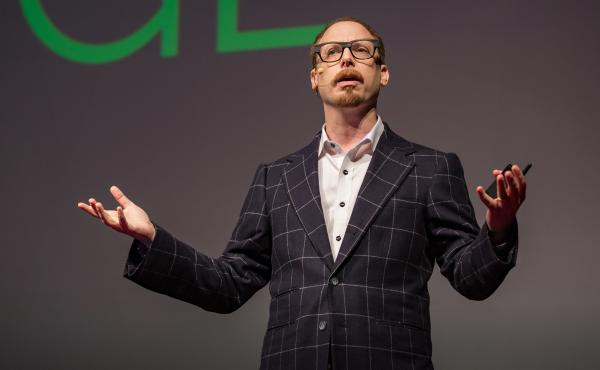 Adam Galinsky speaks at TEDxNewYork.