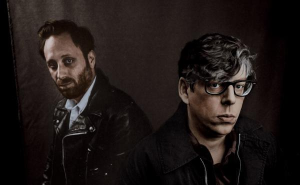 Let's Rock, The Black Keys' first album in five years, returns to the stripped-down, chugging blues-rock of the duo's early days.