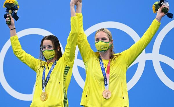 Australian gold medalist Kaylee McKeown (left) poses with bronze medalist and teammate Emily Seebohm, who she invited to the top podium after the women's 200-meter backstroke swimming final at the Tokyo Olympics on Saturday.