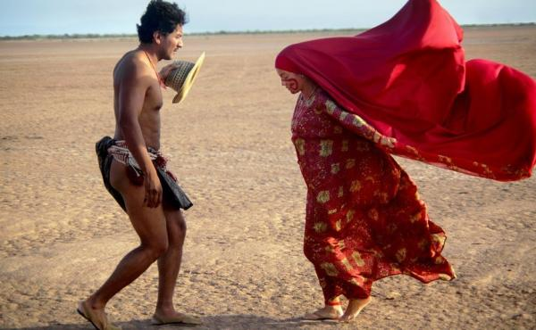 Rapayet (José Acosta) and Zaida (Natalia Reyes) perform a public dance in Birds of Passage.