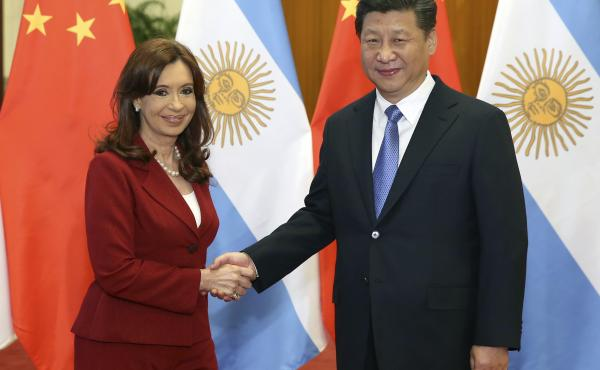 Chinese President Xi Jinping shakes hands with Argentine President Cristina Fernandez de Kirchner during their talks in Beijing on Wednesday. In a tweet she sent out today, Kirchner appeared to mock Chinese speech.