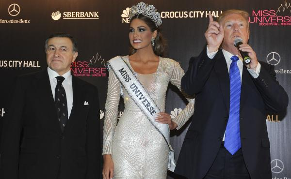 Russian businessman Aras Agalarov, left, Miss Universe Gabriela Isler and pageant owner Donald Trump at the Miss Universe pageant in Moscow in 2013. It was there that Trump — then the pageant's owner — spent several days hobnobbing with Russia's elite