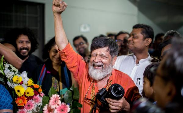 Bangladeshi photographer and activist Shahidul Alam, center, reacts as he is released from Dhaka Central Jail, Keraniganj, near Dhaka on Tuesday.
