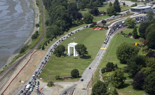 Cars line up to head into the United States (left) and into Canada (right) adjacent to Boundary Bay at a border crossing at Blaine, Wash., in 2009. A British couple who say they accidentally crossed the U.S.-Canada border were arrested by U.S. Customs and