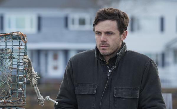 In Manchester by the Sea, Casey Affleck plays Lee Chandler, a man who assumes sole guardianship of his teenage nephew after the death of his brother.
