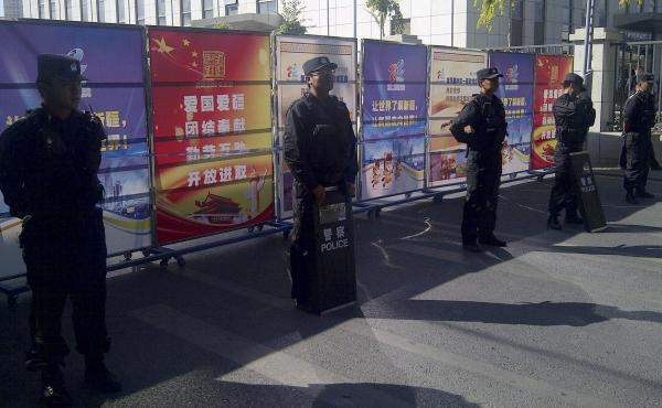 Policemen in riot gear guard a checkpoint on a road near a courthouse where ethnic Uighur academic Ilham Tohti's trial was taking place in Urumqi, Xinjiang, last week. Tohti, an economics professor, is accused of promoting Xinjiang's independence from Chi