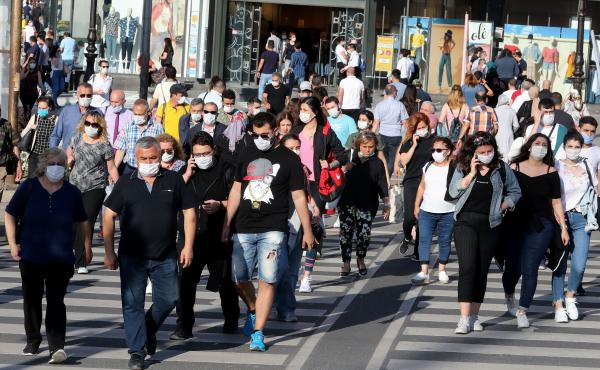 People don face masks to help keep the coronavirus at bay in June in Ankara, Turkey. But what about earlier recommendations to stay 6 feet away from others and limit close contact to 15 minutes? Are these still effective against the contagious delta varia
